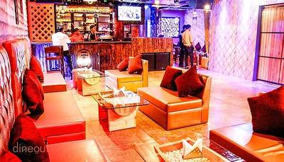 4 Barrels Café & Lounge